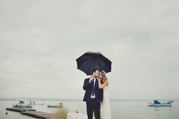 φωτογραφηση-γαμου-βροχερη-μερα