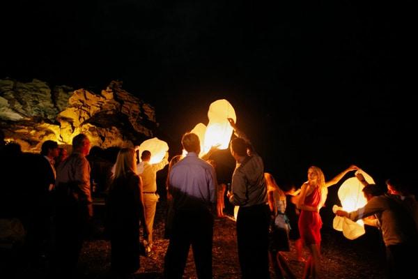 ιπταμενα-φαναρακια-σε-γαμο-wedding-sky-lanterns