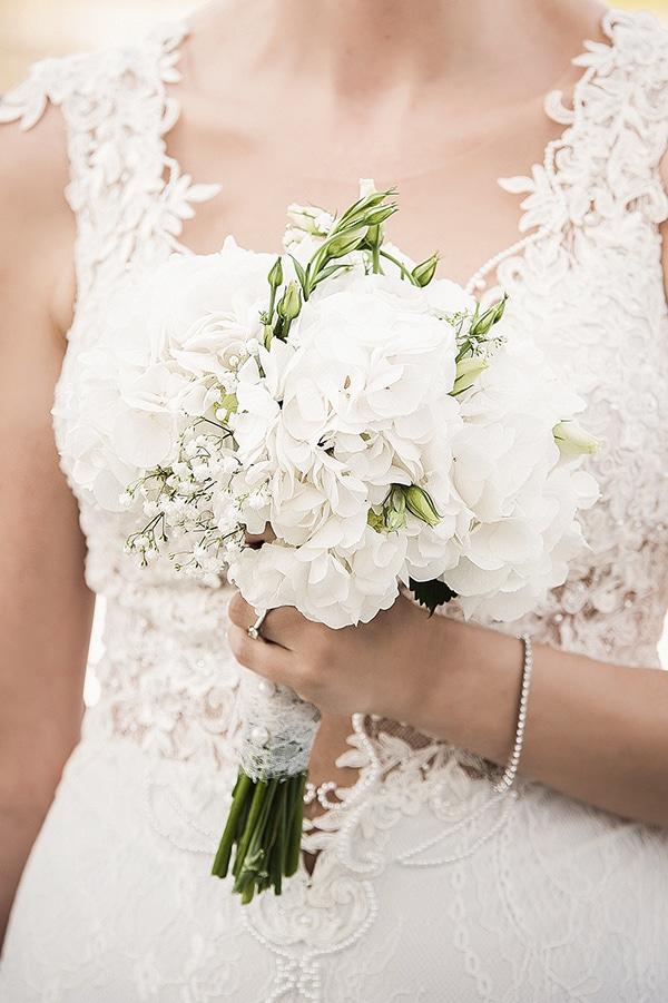 Νυφικη ανθοδεσμη σε λευκο χρωμα
