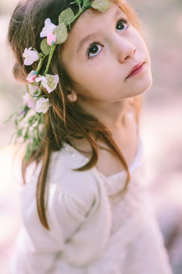 στεφανακι-απο-λουλουδια-για-παρανυφακια-1