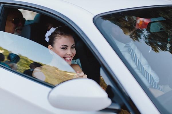αφιξη-νυφης-αυτοκινητο