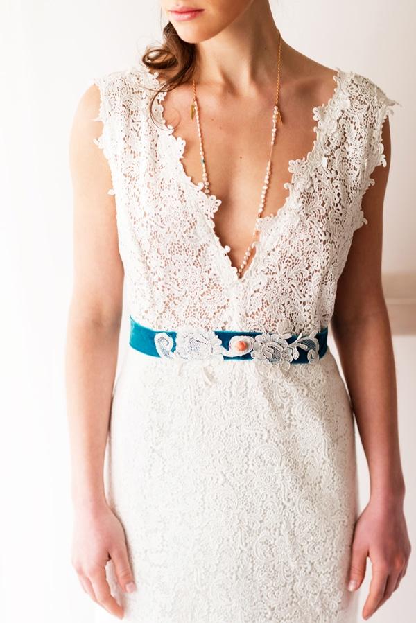 νυφικο-φορεμα-με-ζωνη-δελατολα