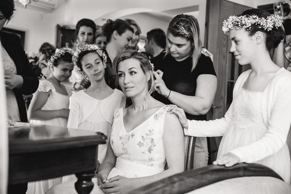 ετοιμασιες-νυφης-στο-σπιτι-μαλλια