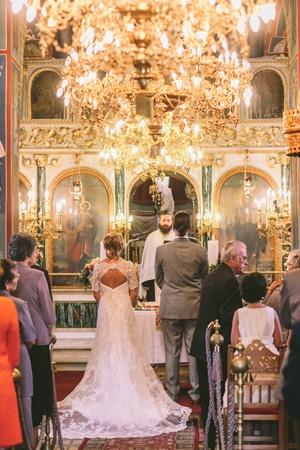 νυφικα-με-ανοιχτη-πλατη-casablanca-bridals