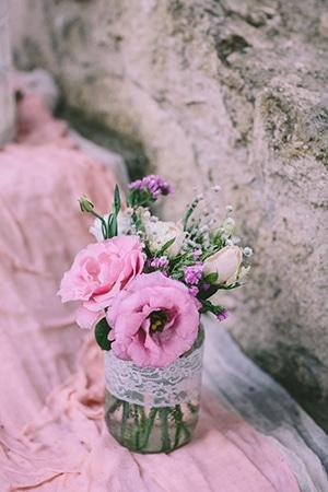 vintage-στολισμός-γαμου-αποχρώσεις-ιβουάρ-σομόν