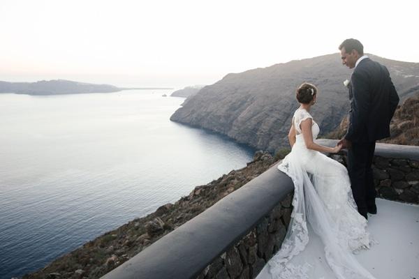 White & blush destination γάμος στη Σαντορίνη|Anne-Marie & Shahid
