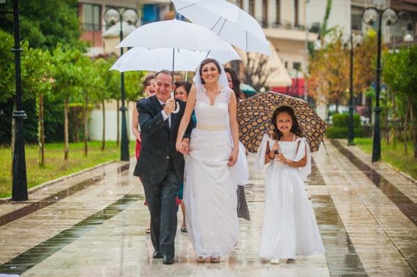 γαμος-με-βροχη-2