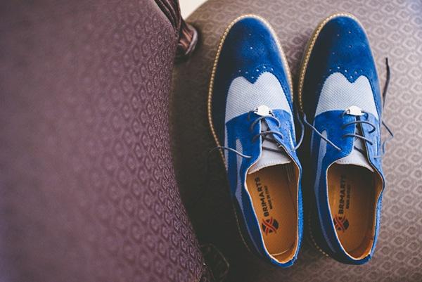 καλοκαιρινος-γαμος-παργα-παπουτσια-γαμπρου