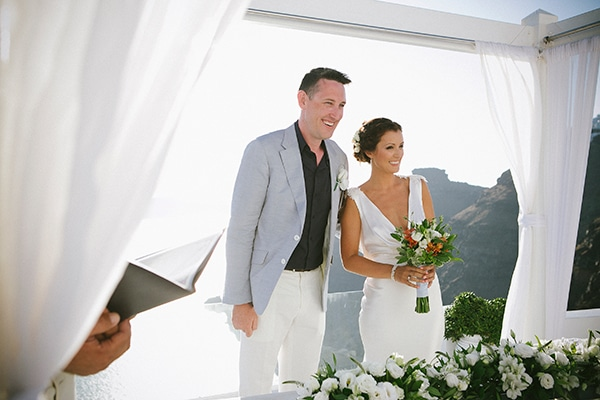 Chic γάμος στα χρώματα της θάλασσας στην Σαντορίνη | Jessica & Stephen