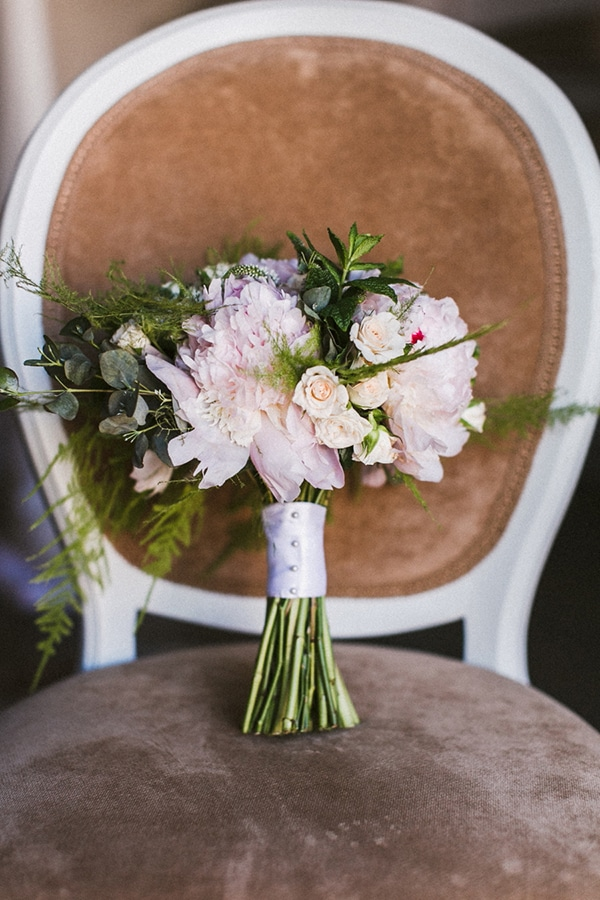 νυφικη-ανθοδεσμη-τριανταφυλλα-απαλο-ροζ