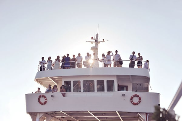 γαμος-σε-ferry-boat (1)