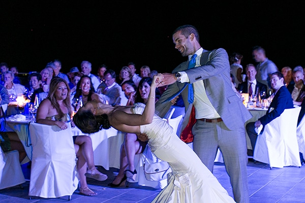 δεξιωση-γαμου-ζευγαρι-χορος