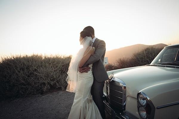Γάμος στην Σαντορίνη με κοραλί χρώματα | Amalia & Sterling