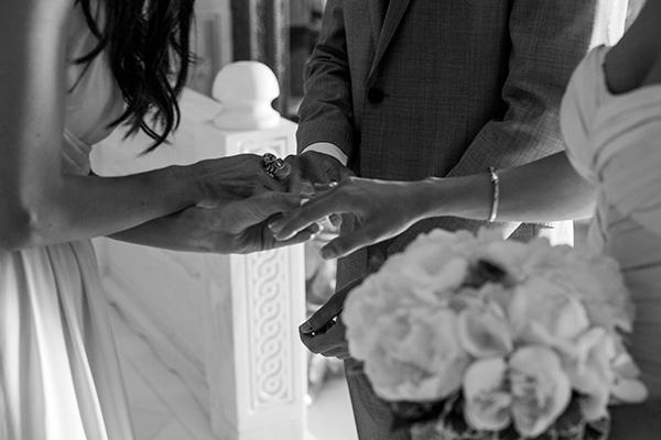 ρομαντικος-καλοκαιρινος-γαμος-στην-σαντορινη