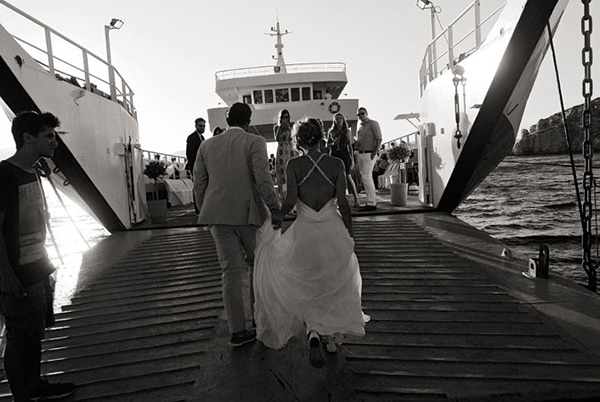 destination-γαμος-επιβιβαση-ζευγαριου-ferry-boat (1)