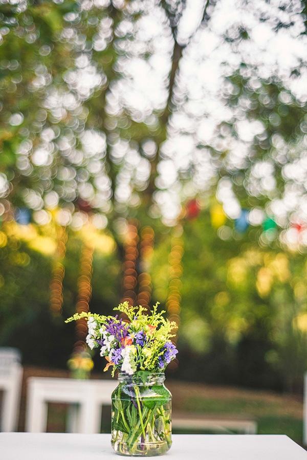 στολισμος-με-βαζακια-με-πολυχρωμα-λουλουδια (2)