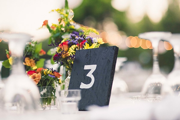 Ιδεες διακοσμησης για καλοκαιρινο γαμο με πολλα χρωματα