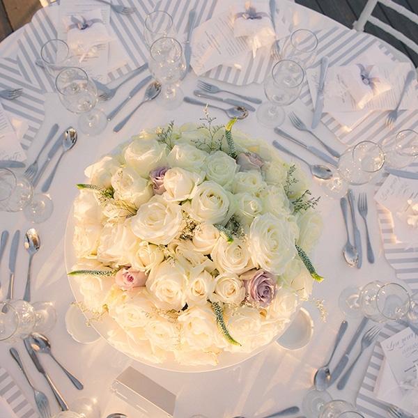 centerpiece-με-λευκα-τριανταφυλλα