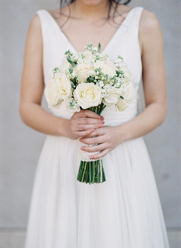 νυφικο-μπουκετο-ασπρα-λουλουδια (2)