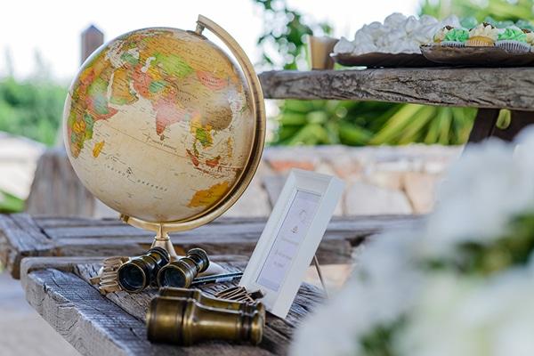 τραπέζι-ευχών-χρυσή-υδρόγειο-σφαίρα