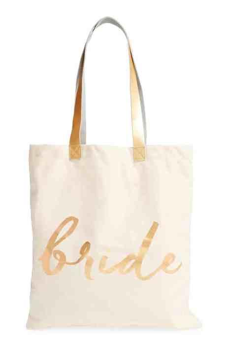 Stylish τσάντα tote για τη νύφη με χρυσές λεπτομέρειες
