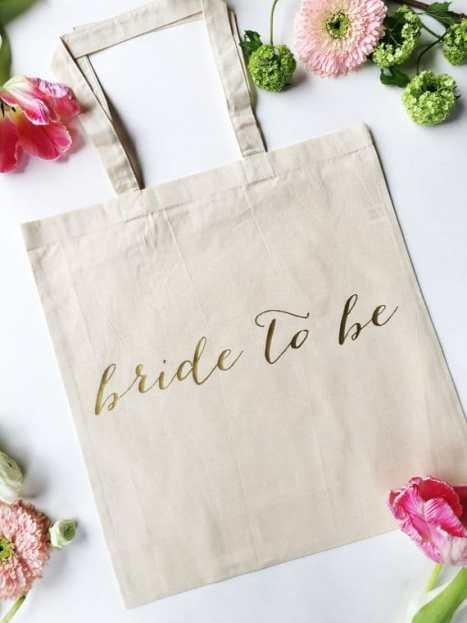 """Τσάντα tote """"bride to be"""" σε χρυσά γράμματα, για τη νύφη"""