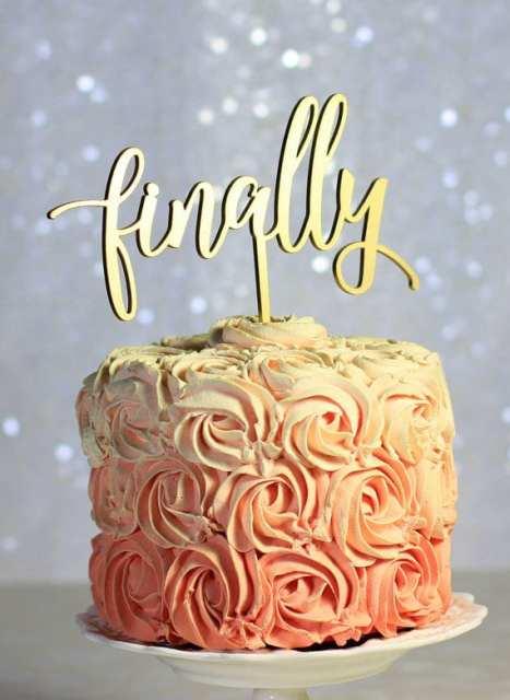 Πρωτότυπο cake topper για τη γαμήλια τούρτα σε χρυσό, λαμπερό χρώμα