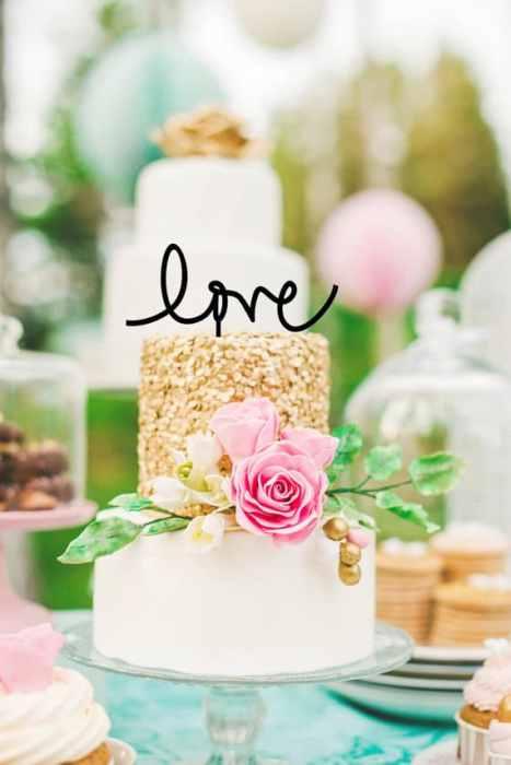 """""""Love"""" cake topper σε μαύρο χρώμα για τη γαμήλια τούρτα"""