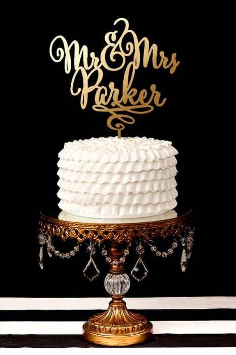 Cake topper με το επίθετο του ζευγαριού