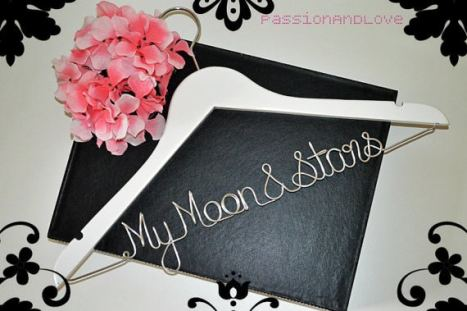 "Custom made νυφική κρεμάστρα ""my moon & stars"" σε λευκό χρώμα"
