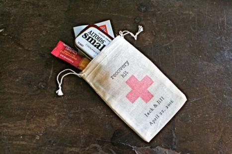 """Πουγκιά για """"morning after"""" kits -δωράκια για τους καλεσμένους του γάμου"""