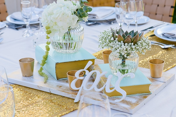 Elegant gold and mint wedding inspiration