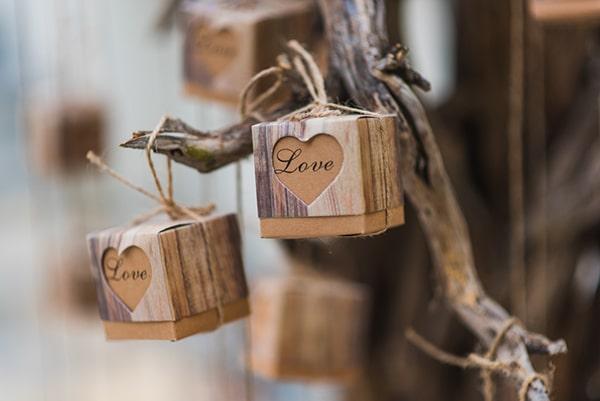 ρομαντικη-μπομπονιερα-γαμου