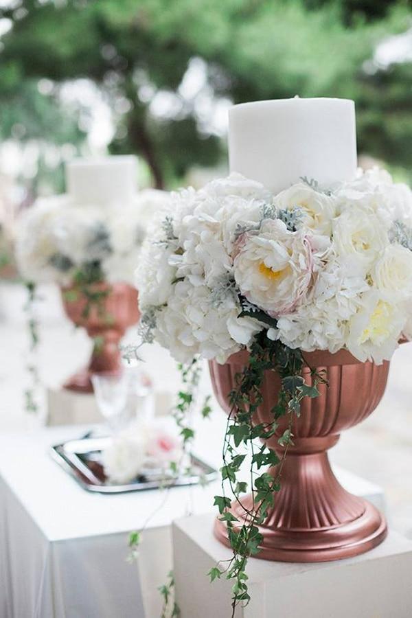 στολισμος-λαμπαδας-λευκα-λουλουδια