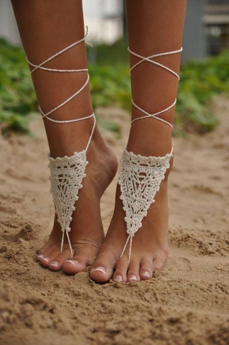Barefoot σανδάλια σε μπεζ χρώμα για την παραλία