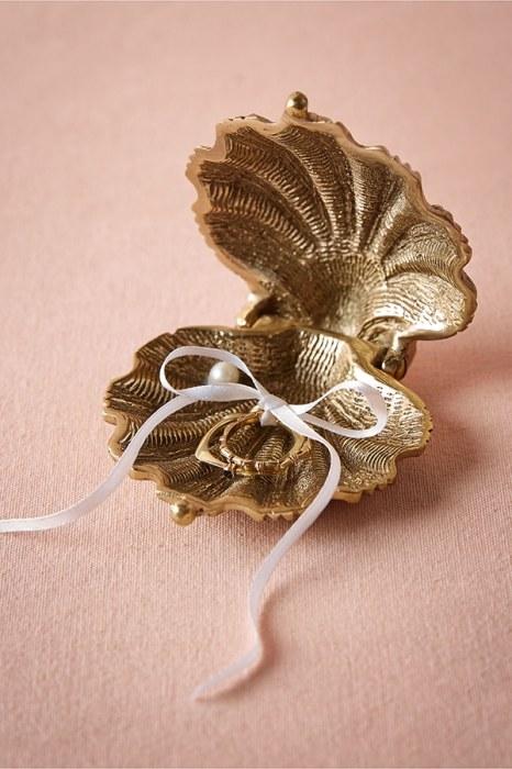Πανέμορφη θήκη – κοράλι σε χρυσό, για τα δαχτυλίδια του γάμου σας