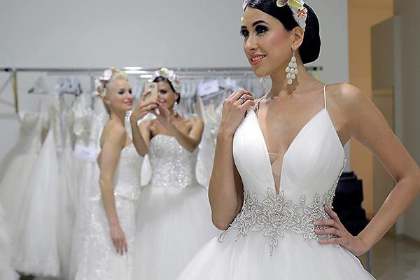 Νυφικα Demetrios | 2017 bridal collection