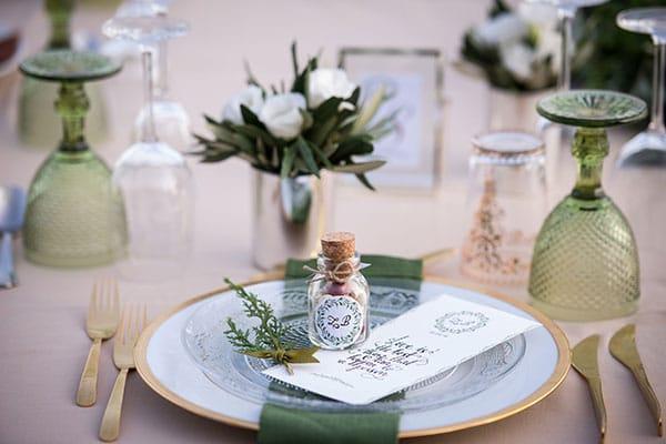 Elegant gold and green wedding inspiration