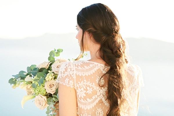 Φωτογραφιση στη Σαντορινη με πανεμορφα λουλουδια