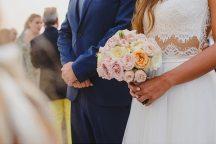 Ρομαντικη ανθοδεσμη για φθινοπωρινο γαμο