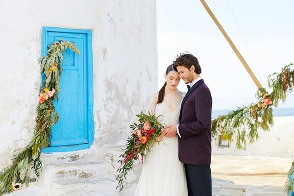 Romantic and colorful wedding inspiration in Mykonos