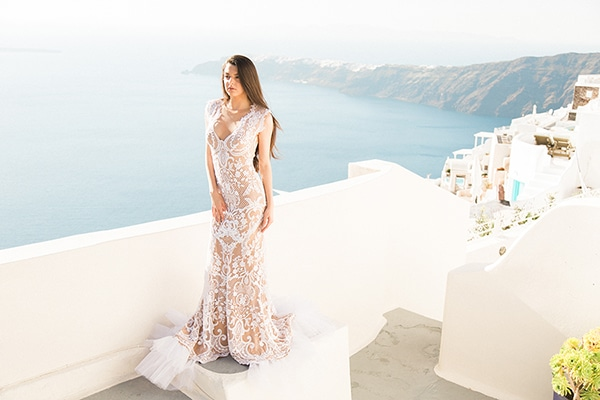 Dreamy shoot inspired by Santorini's beauty