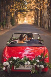 Πρωτοτυπη ιδεα με κοκκινο, vintage αυτοκινητο