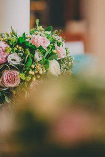 Ρομαντικος στολισμος λαμπαδας γαμου
