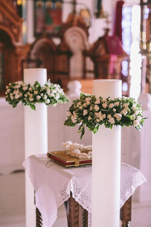 Στολισμος λαμπαδας με λευκα λουλουδια