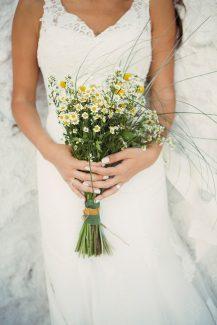 Νυφικη ανθοδεσμη με άγρια λουλουδια