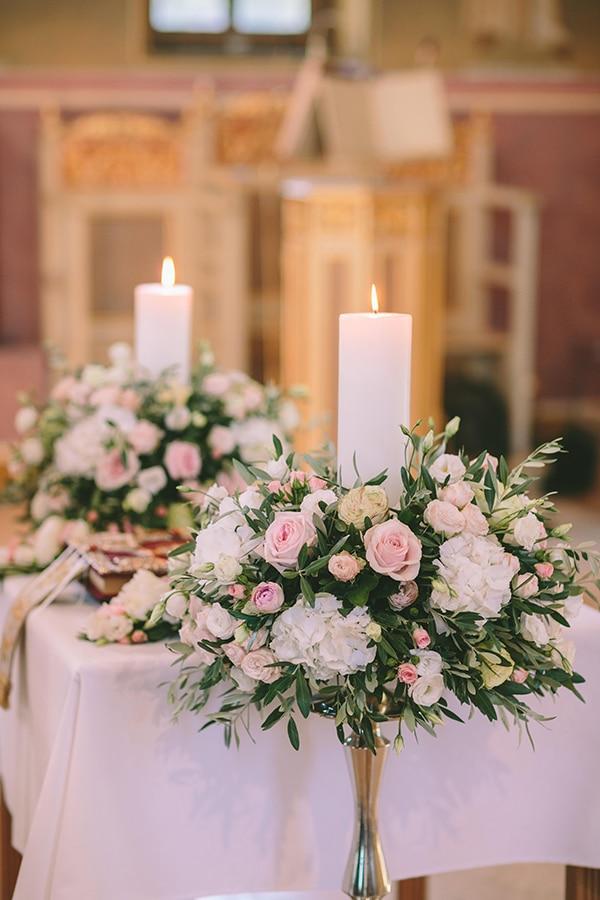 Στολισμος λαμπαδων εκκλησιας με φρεσκα λουλουδια και κλαδια ελιας