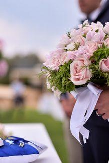 Ροζ νυφική ανθοδέσμη με τριαντάφυλλα και ορτανσίες
