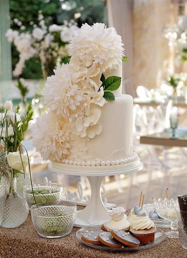 Elegant λευκη τουρτα γαμου