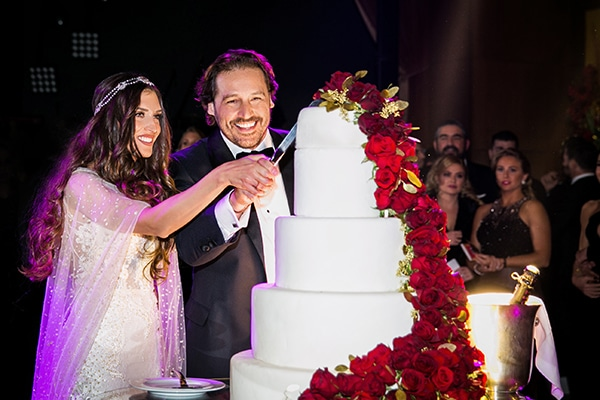 Εντυπωσιακός γάμος με κόκκινη και χρυσή διακόσμηση | Ειρήνη & Δημήτρης